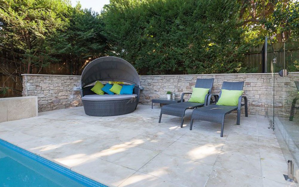 Swimming Pool With Sitting Option